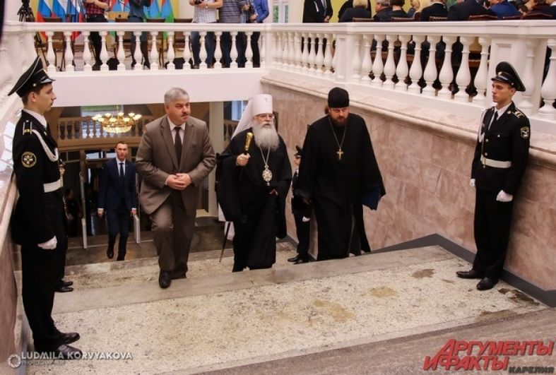 На церемонию прибыл митрополит Карельский и Петрозаводский Константин