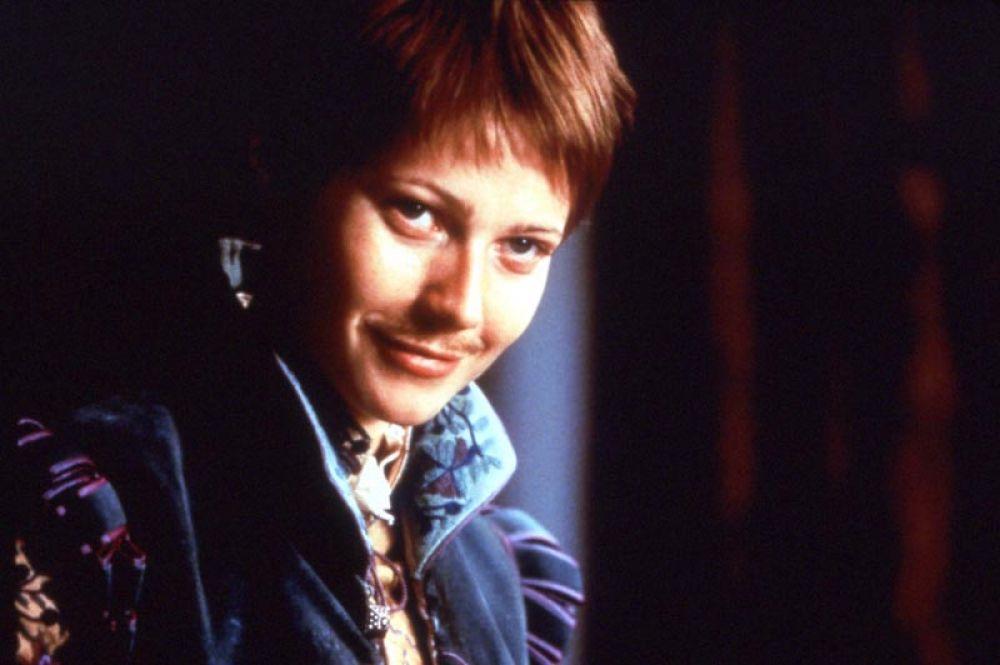 За роль в фильме «Влюблённый Шекспир» (1998), рассказывающем историю романтических отношений между Виолой де Лессепс и Уильямом Шекспиром во время его работы над пьесой «Ромео и Джульетта» она получила «Оскар» в номинации «лучшая женская роль».