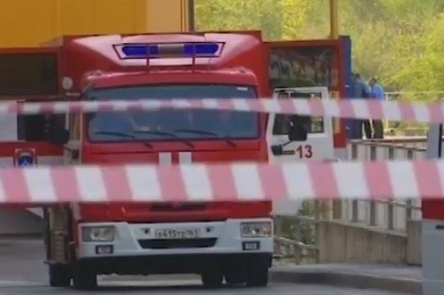 Специалисты экстренных служб Ростова эвакуировали в общей численности более десяти тысяч человек из семи общественных зданий.