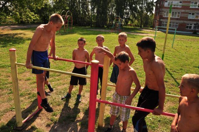 Детский спорт полезен, была бы справка.