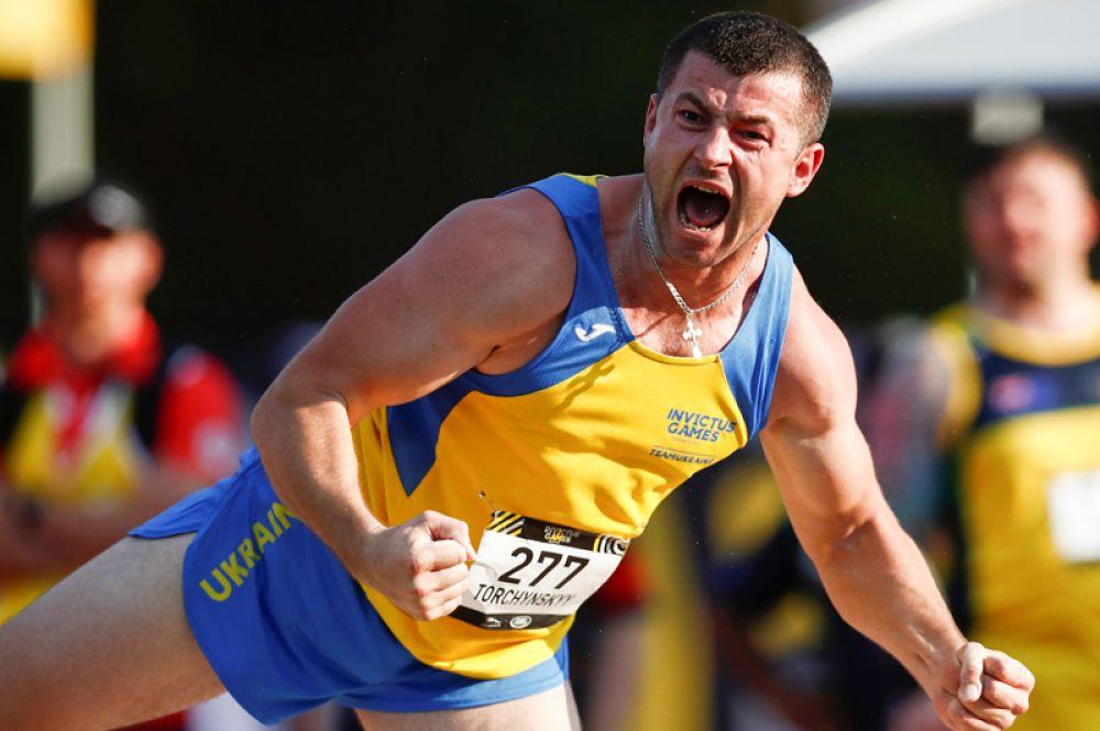 Сергей Торчинский (Украина) во время соревнований по толканию ядра.