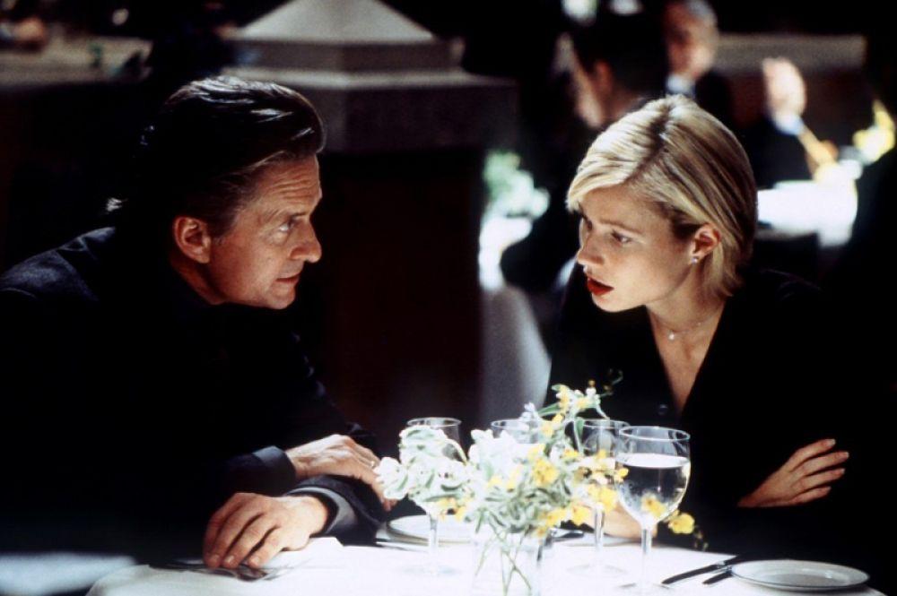 В 1998 году Пэлтроу снялась в триллере «Идеальное убийство», где её партнёром стал Майкл Дуглас. В фильме они сыграли супругов, Стивена и Эмили Тейлор.