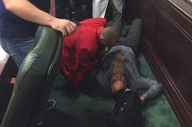 В Киевоблсовете депутат сломал челюсть коллеге
