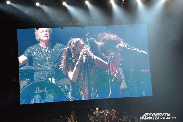 Группа Aerosmith отменила концерты из-за болезни Стивена Тайлера