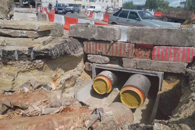 Коммунальщиков ждало много подземных сюрпризов на улице Степана Разина.