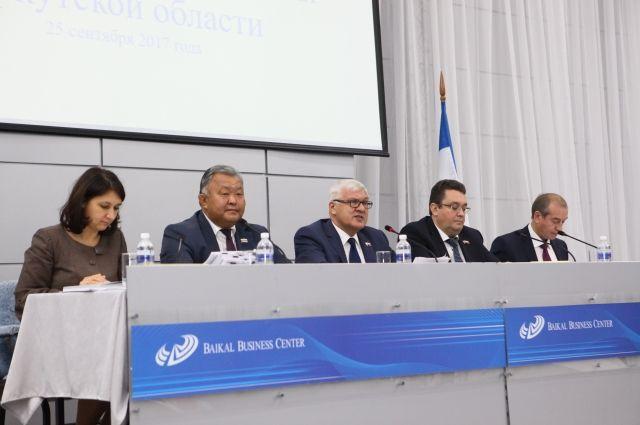 Вопрос обеспеченности районов медтранспортом обсуждался на 53-й сессии регионального парламента.