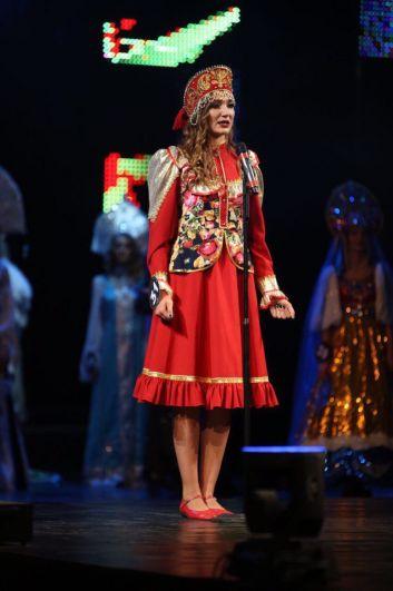 Ведущими вечера стали VJ Арчи, а также Вице-Мисс Студенчества России Виолета Чиковани.