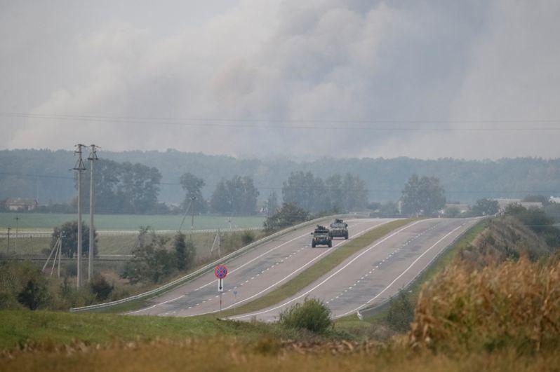 По тревоге подняты работники полиции Винницкой, Житомирской и Хмельницкой областей.