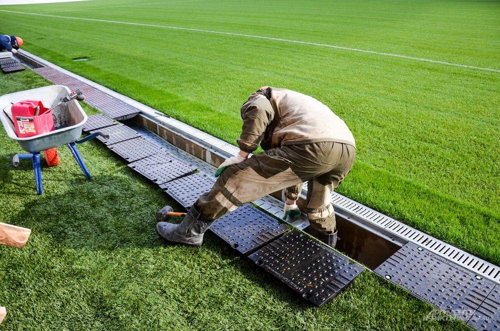 Сегодня полностью завершены работы по устройству наружных инженерных сетей – водопровода, канализации, теплоснабжения электроснабжения и ливневой канализации.