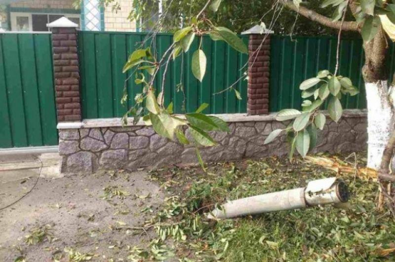 После взрывов в Калиновке на улицах лежат снаряды
