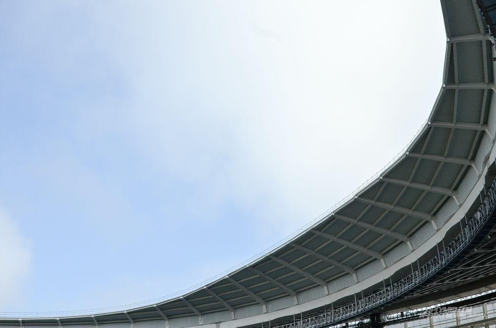 Работы по монтажу навеса (крыши) на данном этапе полностью завершены. Его площадь составляет 26,6 тысяч кв.м.