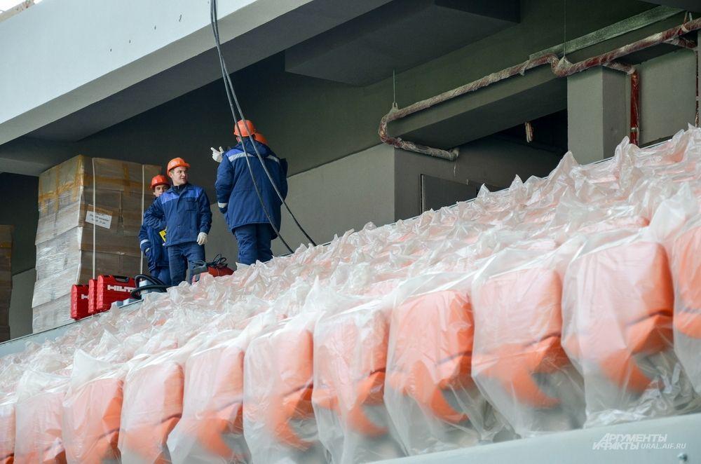 Сегодня полностью завершены монолитно-железобетонные и отделочные работы на постоянных трибунах.