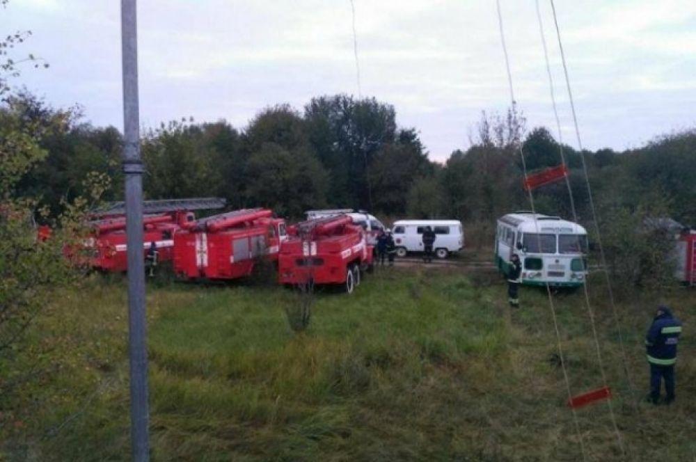 Подразделения Национальной гвардии и Национальной полиции Украины, во взаимодействии с местными органами власти, проводят эвакуацию людей из ближайших населенных пунктов: Калиновка, Павловка и Мизяки.