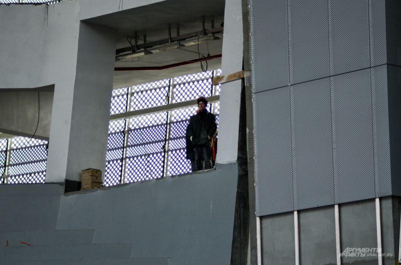 На строительной площадке сегодня задействовано около 1000 человек.