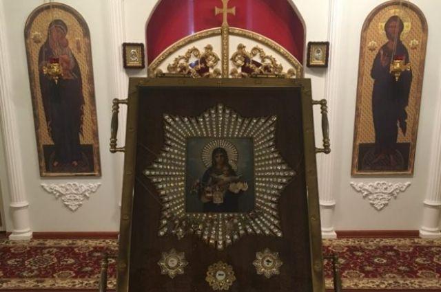 В Свято-Пантелеимоновском храме находится частица хитона Господня