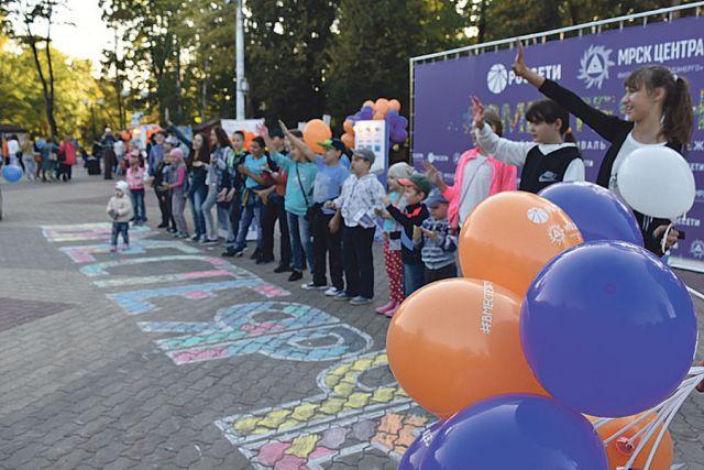 Банк организовал для детей конкурс рисунков.