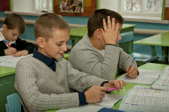 Учительница написала на лбу мальчика слово