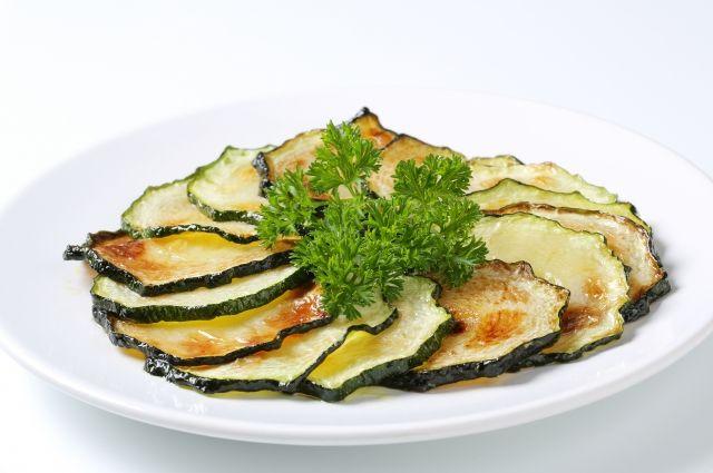 При приготовлении в духовке овощи сохраняют витамины.