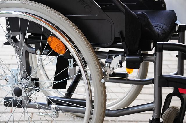 Петербурженка украла из больницы кресло-коляску