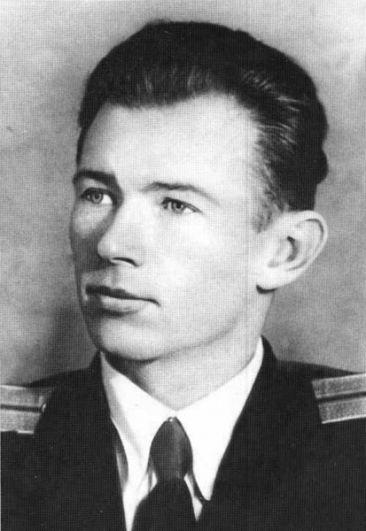 Командир центральной группы Василий Левашов.