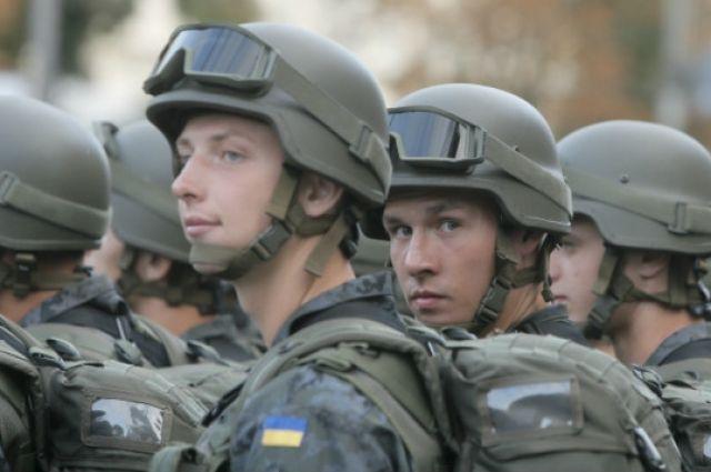 Власти закрыли небо ижелезную дорогу вокруг горящего склада боеприпасов вгосударстве Украина
