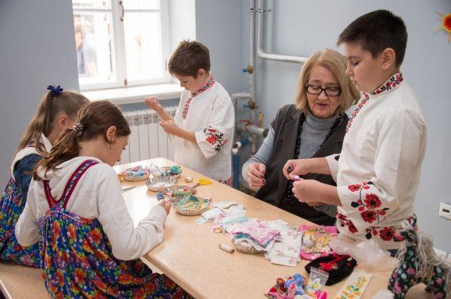 В 2015 году в Казани открыли музейно-образовательный центр имени Толстого. Там проходят мастер-классы, есть гончарная мастерская, мастерская резьбы по дереву, студия звукозаписи.