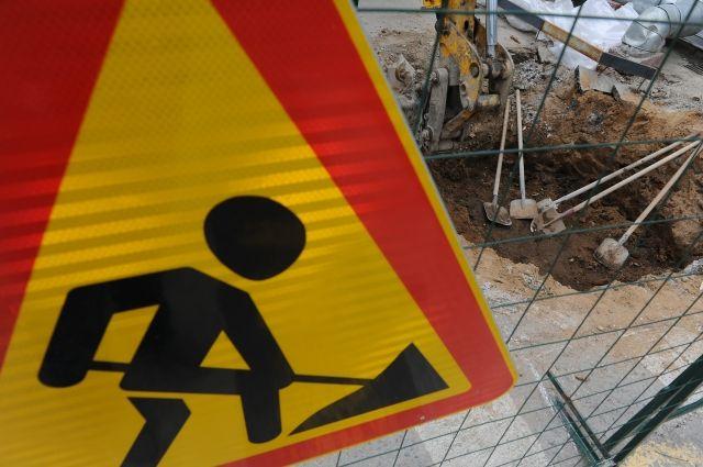 Провал канализационного коллектора ипорыв водопровода устраняют вРостове