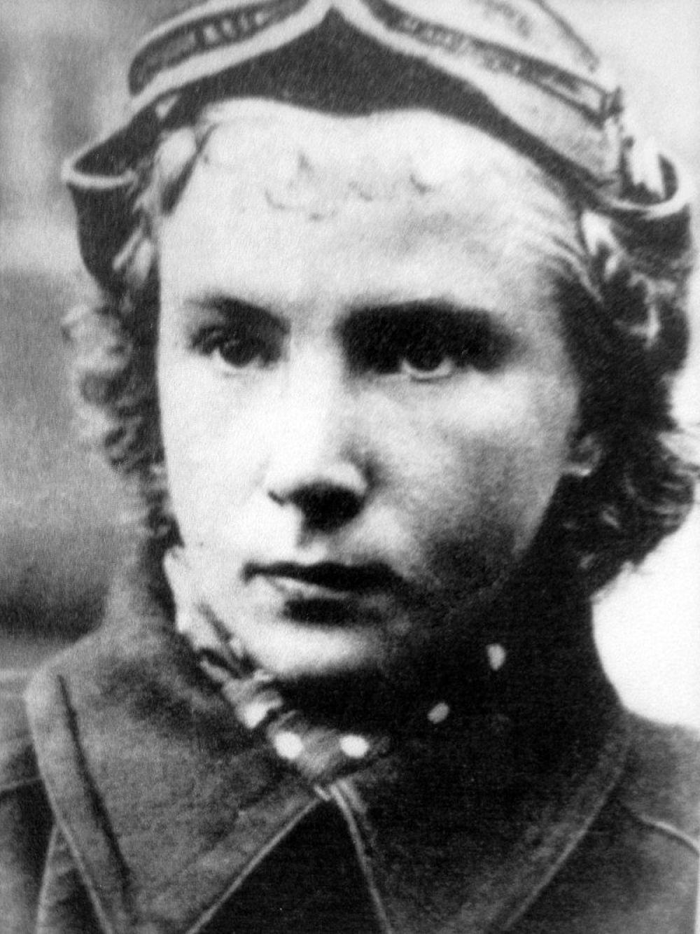 Лидия Литвяк в ВОВ была самой результативной женщиной-истребителем. Она сбила 11 немецких самолетов и погибла в воздушном бою в августе 1943-го года.