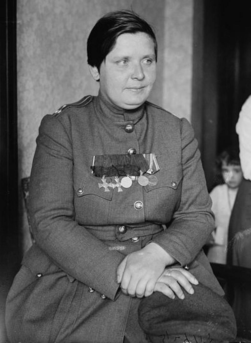 В годы первой Мировой войны женский батальон создала Мария Бочкарева. Крестьянка отправилась на фронт в 1914 году. Была награждена двумя Георгиевскими крестами.