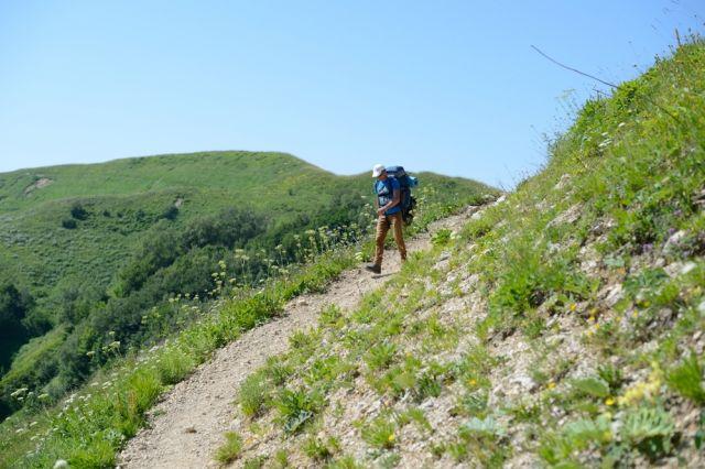 Путешествовать по горам нужно в составе группы.