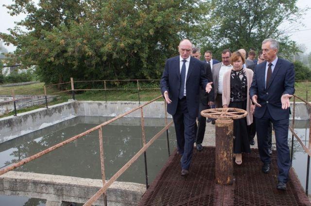 Во многих городах Южного Урала необходимо решить вопросы с качеством воды. Недавно Борис Дубровский посетил Чебаркуль, где осмотрел очистные сооружения, которым требуется модернизация.