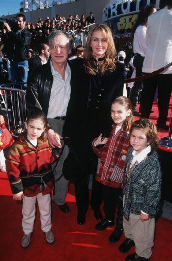 Хефнер со второй женой Кимберли Конрад и детьми, 1997 год.