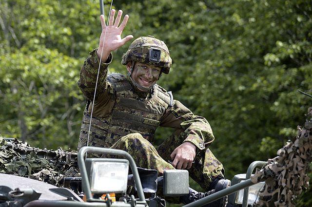 Военнослужащий во время международных военных учений Saber Strike-2016 на центральном полигоне Сил обороны Эстонии в Тапа.