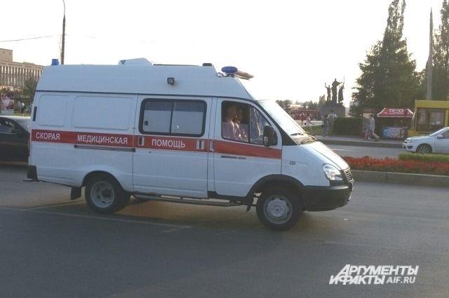 После осмотра медиками скорой помощи детей госпитализировали.