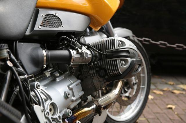 Нападавшие избили молодого человека и похитили его мотоцикл.