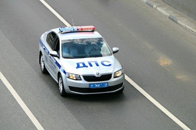 В центре Тюмени произошло ДТП: грузовик столкнулся с легковушкой
