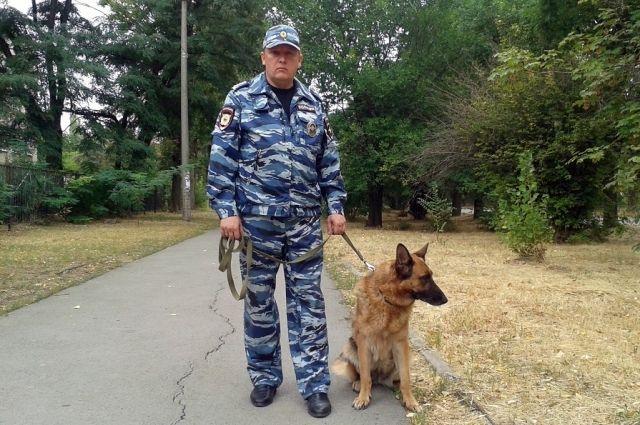Капитан полициии Виктор Ермаков со своим верным помощником псом Оззоном.