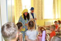 Помощь больничных клоунов направлена не только на детей, но и на родителей.