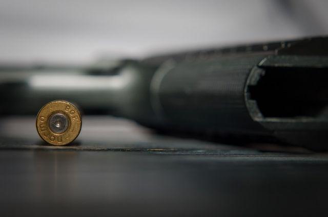 ВСвердловской области задержаны трое мужчин согнестрельным ихолодным оружием
