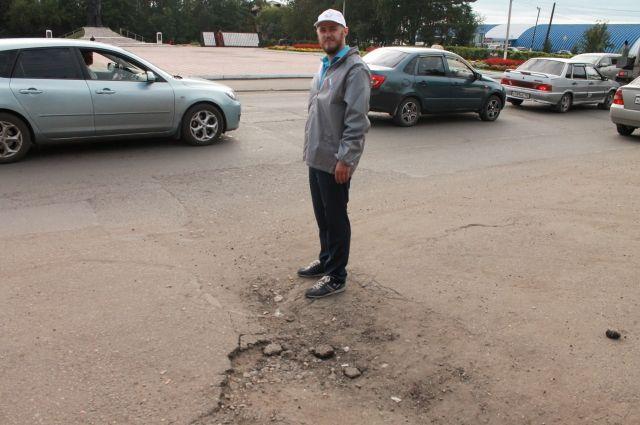Александр Дымшиц считает, что любой может сделать свой вклад в ремонт дорог, если будет сообщать о ямах.