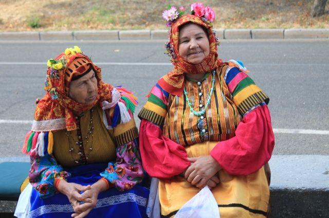В традиционный нарядах некрасовцы чувствуют себя молодыми и сегодня.