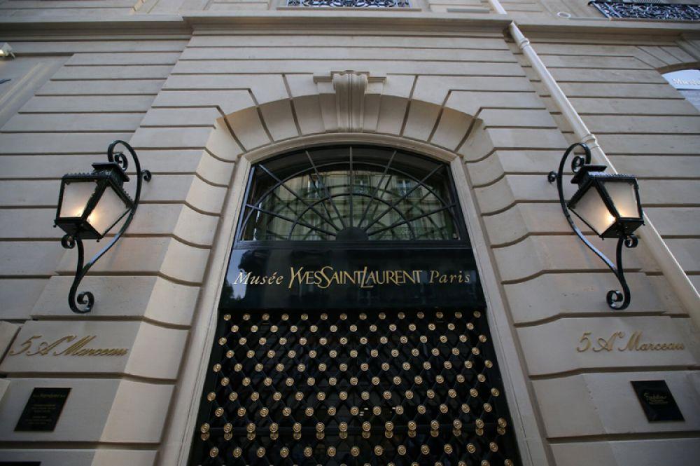 Дом 5 на авеню Марсо в Париже, где находится студия и музей.