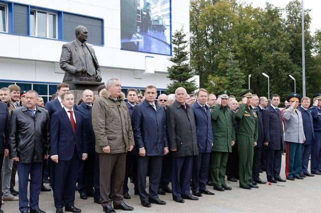Упроходных тульского КБП открыли монумент Аркадию Шипунову