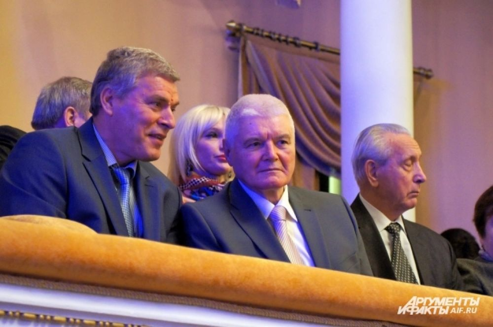 На инаугурацию был приглашен Владимир Егоров. Он руководил областью с 2000 по 2005 год.