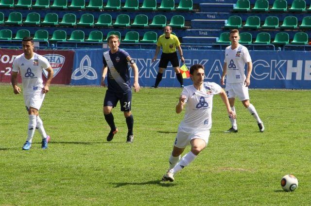 ФК«Енисей» по-прежнему занимает первую строчку первенства ФНЛ.