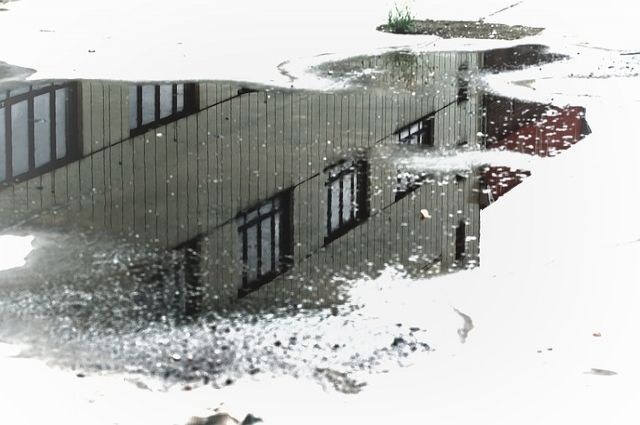 Микрорайон Заречный затопило из-за прорыва трубы