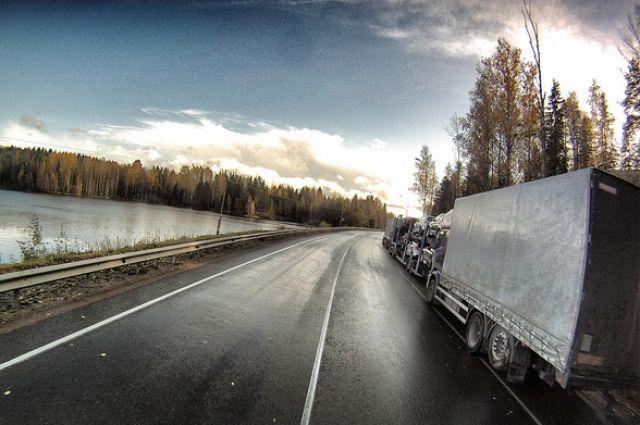 ВНовосибирской области вДТП фургонов умер человек