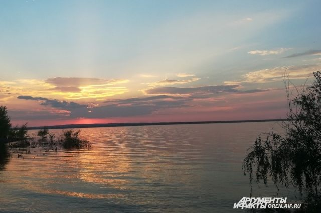 В Кваркенском районе местные жители нашли в озере тело мужчины.