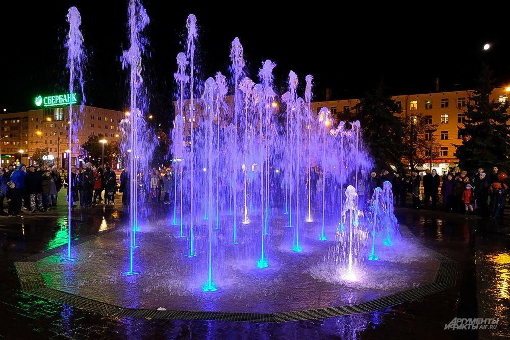 Театральный фонтан единственный в России имеет 119 насосов, которые могут поднимать струю воды на высоту больше десяти метров.