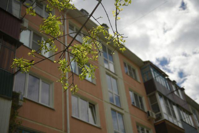 Красноярские cотрудники экстренных служб вскрыли дверь вквартире испасли женщину синсультом
